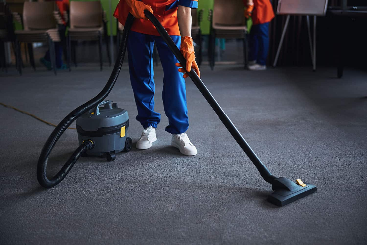 Cleaner using a canister vacuum cleaner